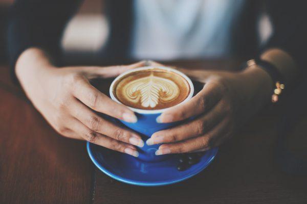 Latte Art Rosetta Woman holds Cup